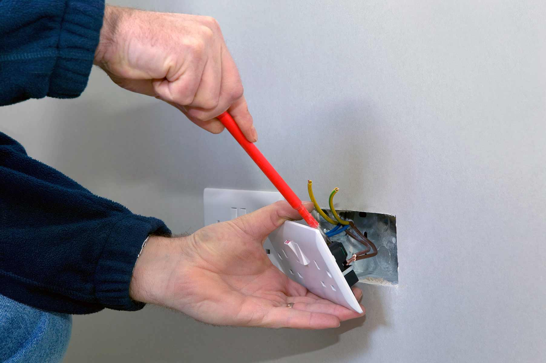 Our electricians can install plug sockets for domestic and commercial proeprties in Maida Vale and the local area.